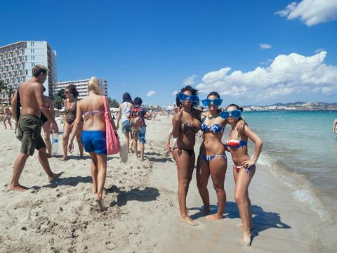 In Ibiza, Playa d'en Bossa is the center of the day scene. Clubs, beach bars, and resorts line the mile-long coastline.