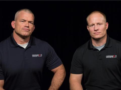 Jocko Willink y Leif Babin comenzaron la consultora de liderazgo Echelon Front en 2010, tras servir en la marina.