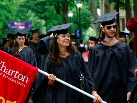 """Junio de 2010: Shu vuelve a EEUU y a estudiar, sacándose un MBA en Wharton. """"Era un modo de beber durante dos años y relajarme... Pero no me dio por pensar"""", explicaba"""
