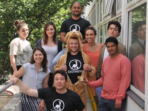 Junio de 2014: Tras empezar con tres restaurantes, Deliveroo logra sus primeros 2,75 millones de dólares de los inversores Index y Hoxton Ventures. El dinero va a ser vital para la expansión de la compañía
