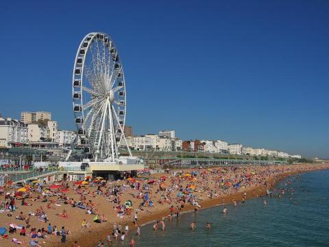 Finales de 2014: Deliveroo abre en su primera ciudad fuera de Londres, Brighton.