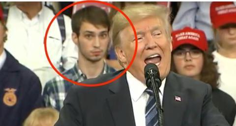 El hombre hizo numerosas expresiones durante el mitin de Trump [RE]