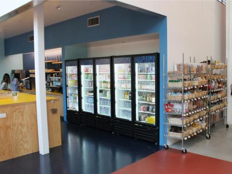 ...micro-cocinas con máquinas de vending...