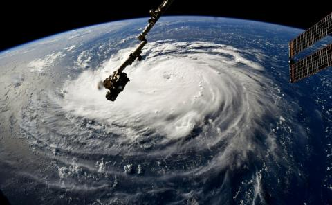 El huracán Florence se puede ver en el Océano Atlántico en esta imagen de la NASA capturada por el astronauta Ricky Arnold en la Estación Espacial Internacional, 10 de septiembre de 2018.