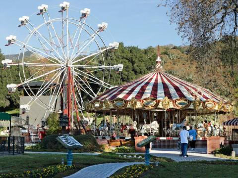 """Neverland también solía tener un parque de atracciones. Pero Colony Capital convirtió el área en un """"jardín zen"""" cuando compró el rancho en 2008 [RE]"""