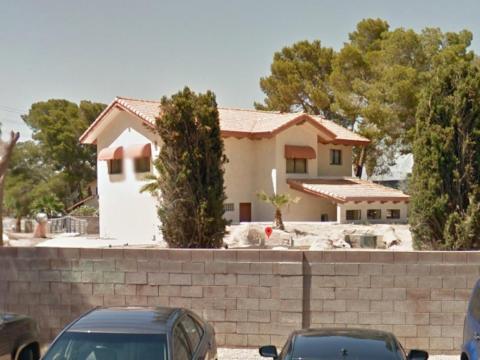 ...Otras casas subterráneas fueron creadas por la paranoia de sus dueños