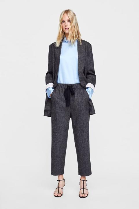 Un pantalón de mujer de espiga de Zara