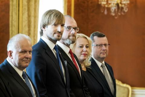 Petr Krcal [primero a la izquierda], exministro de Trabajo checo