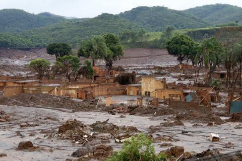 El pueblo de Bento Rodrigues resultó sepultado por lodos tóxicos