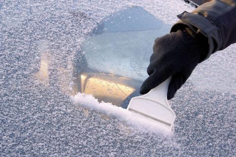 rascar hielo parabrisas