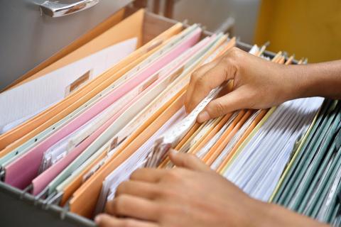 Un archivador ayuda a conservar documentos importantes
