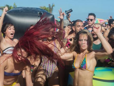"""But in reality, many find the Bahamas to be """"almost like a very expensive Las Vegas,"""" as Quora user Kyle Baley put it. Drinks cost a minimum of $20, the culture is nonexistent, and spring breakers drink irresponsibly and party"""