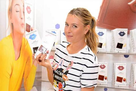 Sharapova, promocionando sus tabletas de chocolate de Sugarpova