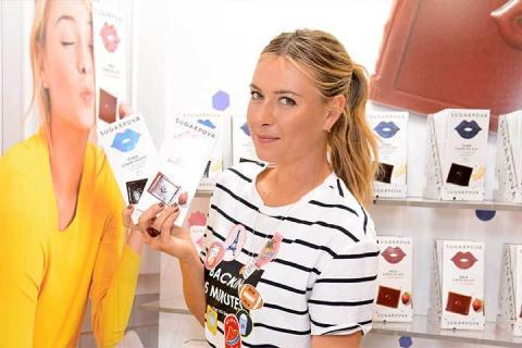 Sharapova, promocionando sus tabletas de chocolate de Sugarpova