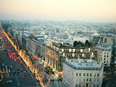 Shopping opportunities range from retailers such as Zara and H&M to luxury boutiques that include Louis Vuitton, Mont-Blanc, Guerlain, and Ferrari. It's consistently ranked as one of the most expensive shopping streets in the