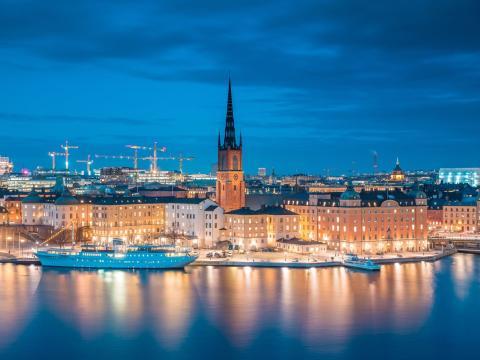 La escolaridad obligatoria sueca consta de cuatro etapas: förskoleklass, lågstadiet, mellanstadiet y högstadiet.