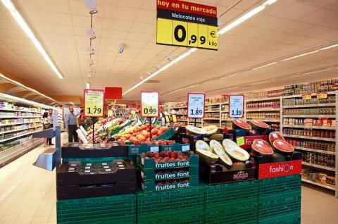 El interior de un supermercado Supersol.