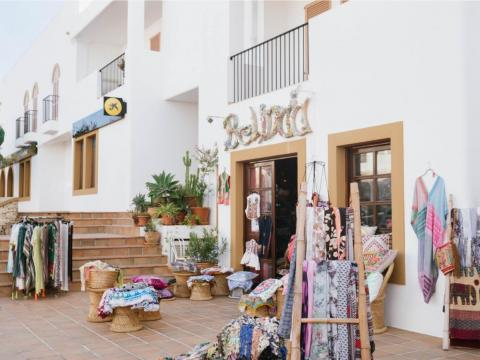 The towns still have a bohemian spirit, even if the prices have gone up with the times. I found plenty of shops with both local designers and made-in-China faux-spiritual clothing and jewelry.
