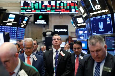 Varios traders en la bolsa de Nueva York.