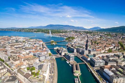 Vista aérea de la ciudad de Ginebra y del lago Leman