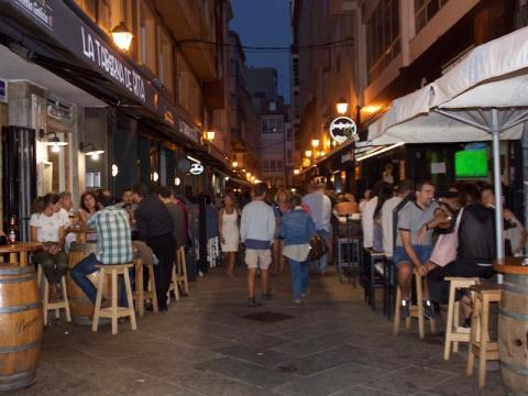 When we explored Calle de Estrella on a Monday evening, the restaurants were brimming with people.