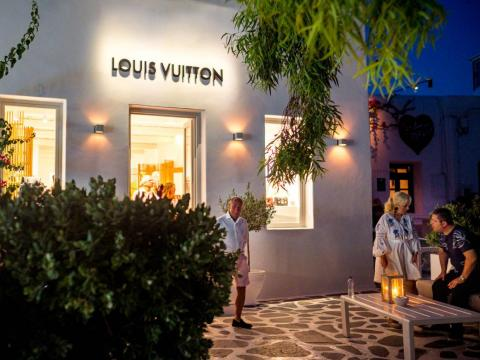 While there are plenty of kitschy souvenir shops to get a T-shirt or postcards, many of the streets are lined with luxury shopping from top international brands as well as Greek designers. The vibe shifts to upper-crust very