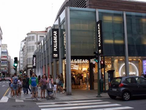 Within 400 feet of our hotel, there are six: Zara, Pull & Bear, Bershka, Oysho, Uterqüe, and Massimo Dutti. It's clear that Inditex is the dominant force in retail here.