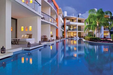 Una de las 238 suites de lujo del Secrets Aura Cozumel (México)