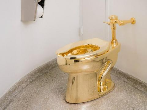3. Gold toilets and bathrooms