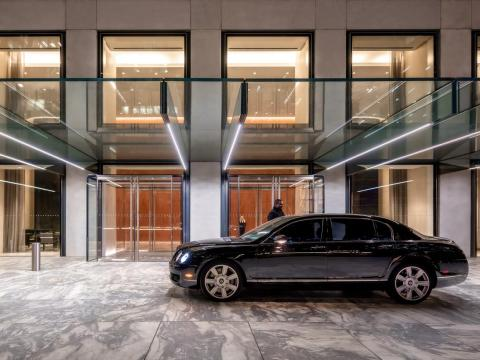 432 Park features a full-time concierge, a 24-hour door attendant, valet parking, and a private covered entryway where vehicles can discreetly drop off residents and guests.