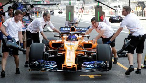 Alonso, repostando durante un Gran Premio