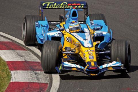 Alonso, en su R26 en un Gran Premio de la temporada 2006