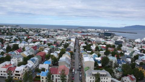...y la ciudad más grande de Islandia, Reykjavik (a 50 minutos en coche) [RE]