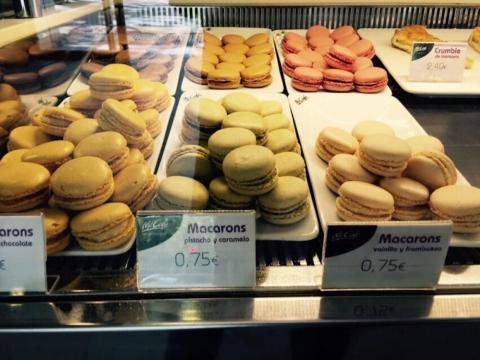 ... and it serves pastries like macarons.