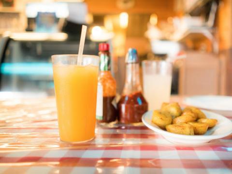 El zumo fresco puede contener salmonella o e.coli.