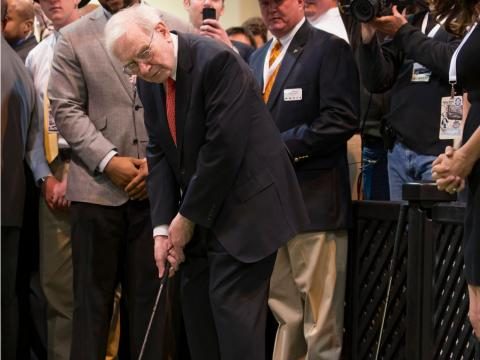 """Buffett also likes to hit the green for some golf — but he doesn't spend his money on fancy golf clubs. """"I'm a member of every golf club that I want to be a member of […] I'd rather play golf here with people I like than at the"""