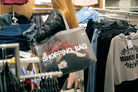 Chica comprando - compras