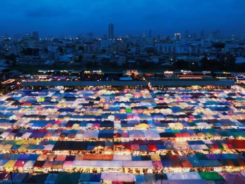 The city has more than 150,000 taxis, any of which can take tourists to and from the Train Night Market.