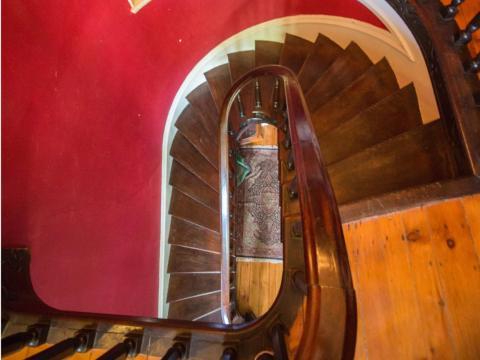 Teniendo en cuenta el mantenimiento que una casa de 200 años requiere...