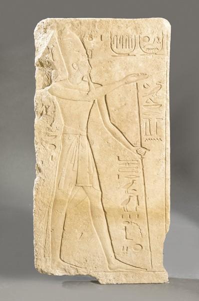 Una estela egipcia de Ramses II alcanzó un precio de 70.000 euros en una subasta