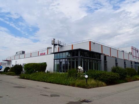 La fábrica de Alemania es del tamaño de un campo de fútbol.