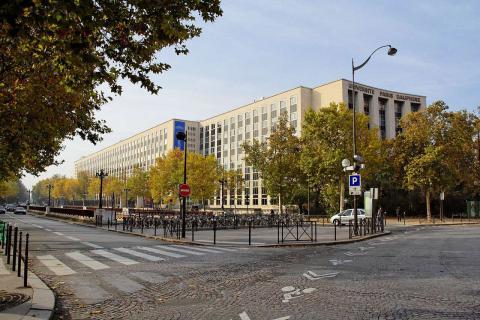 Fachada de la Université Paris-Dauphine, al oeste de la capital gala