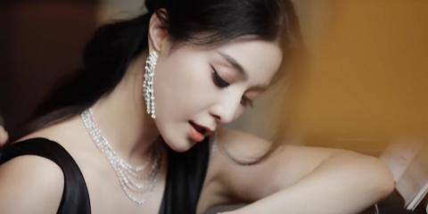 Fan in De Beers' ad campaign in May 2018.