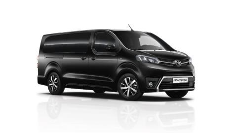 Una furgoneta Toyota Proace Verso