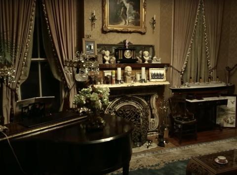 Goyette mencionó que el piano del salón comienza a tocarse solo cuando no hay nadie en el salón