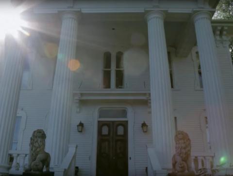 En todo caso, dijo Goyette, es probable que el fantasma de la Sra. Carr esté contento con la forma en que se ha restaurado y cuidado su querido hogar
