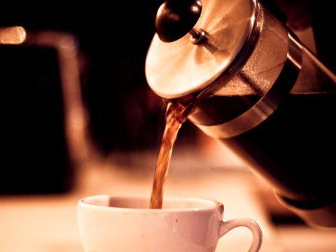 La prensa francesa es una excelente manera de hacer un café caro en casa.