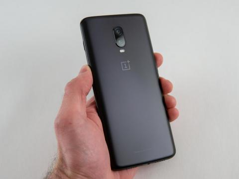 T-mobile's incredible $300 discount off the $580 OnePlus 6T ends at midnight