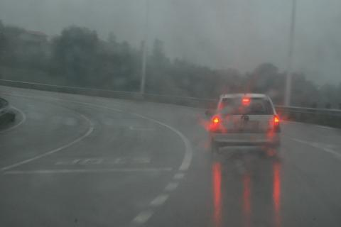 2. Luces y distancia de seguridad con lluvia