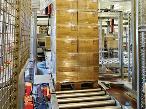 Una máquina las apila para llevarlas al centro de distribución.